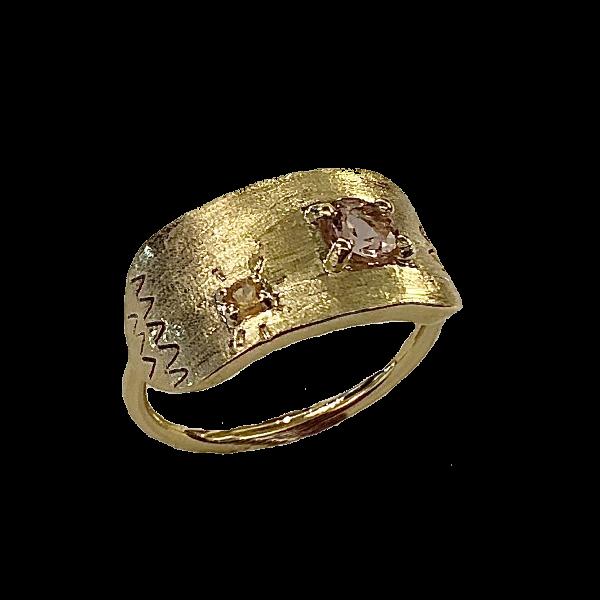 Bague satine doree pierres fines